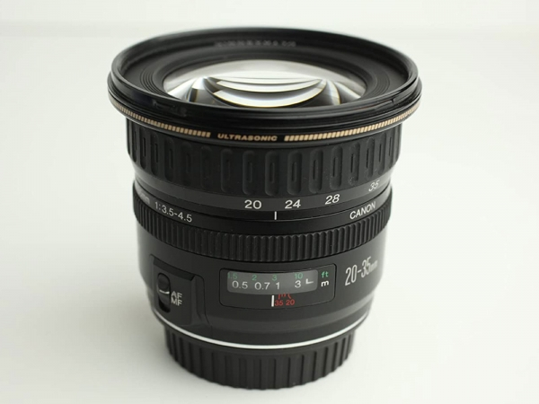 Canon EF 20-35mm f/3.5-4.5 S/H